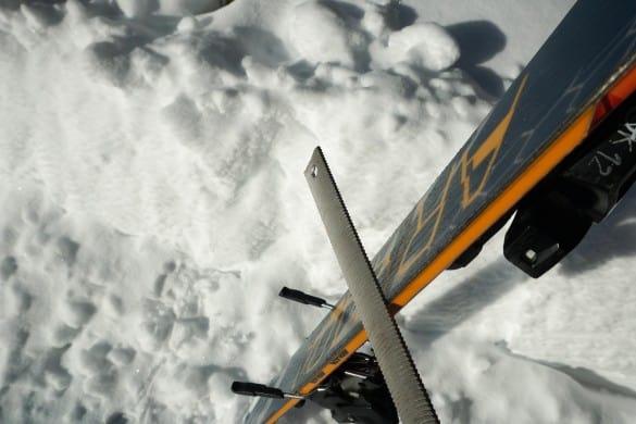 Ostré nebo tupé hrany lyží